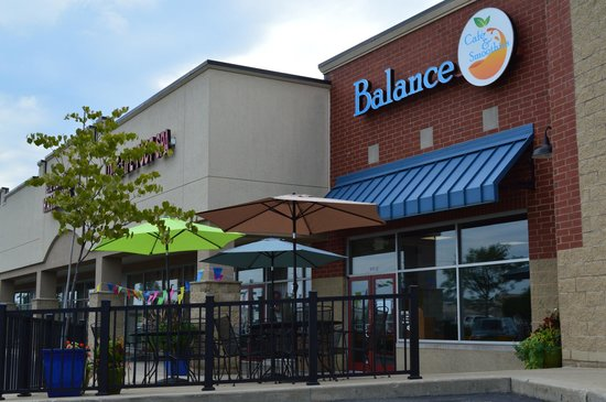 Balance Cafe & Smoothies : Our Patio is Open!