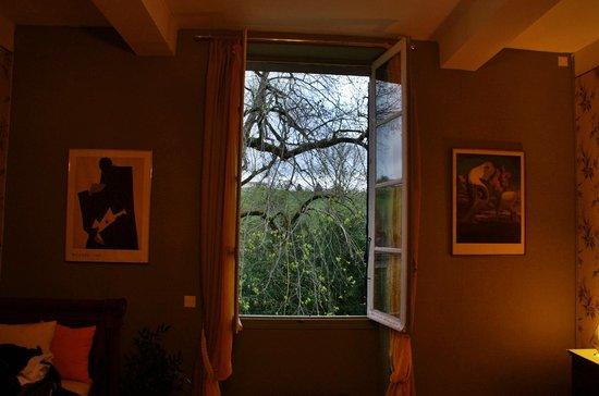 Domaine de la Vivarie: Garden facing room...in the lap of nature