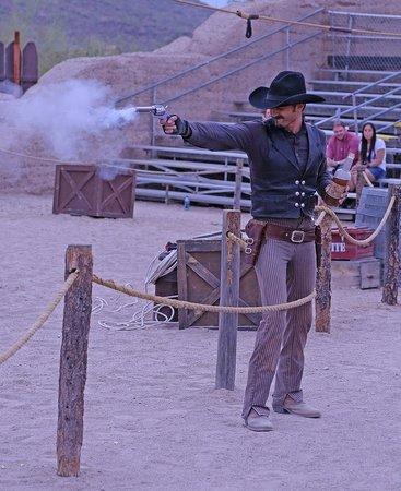 Old Tucson : Pistol tricks