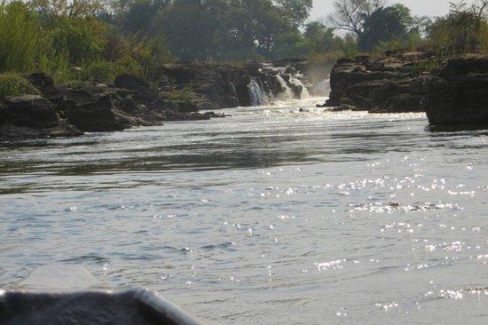 Divava Okavango Resort & Spa : the waterfall accessed by mokoro