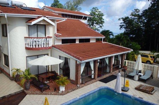 Carana Hilltop Villa: Piscine1