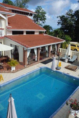Carana Hilltop Villa: Piscine2