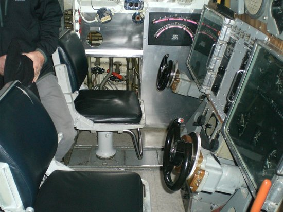 Oregon Museum of Science and Industry : Get your hands on the submarine's steering wheels