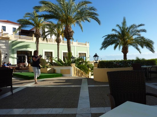 Bahia Principe Costa Adeje : Main area of the hotel, green building is the main restaurant