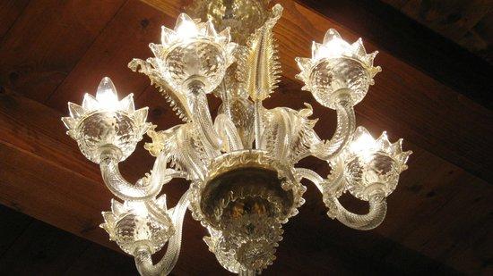 Hotel Conterie: Murano-Leuchter in Zimmer 11
