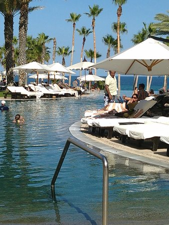 Hilton Los Cabos Beach & Golf Resort : Pool side view