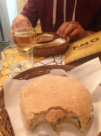 Km 0: Panino burro e acciughe, panino verdure grigliate e caprino e vino 5 terre DOC