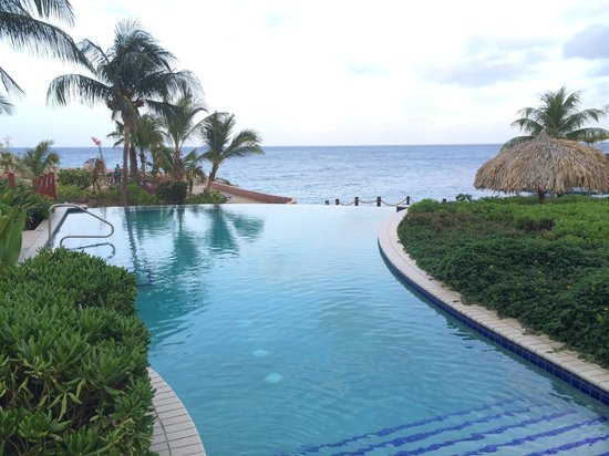 Hilton Curacao : La piscine infinity