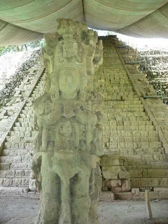 Les Ruines de Copan : The sacred History stairs