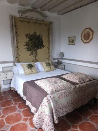 Le Presbytere du Clos Saint Nicolas: Our room Chambre de L'Abbé Cambon