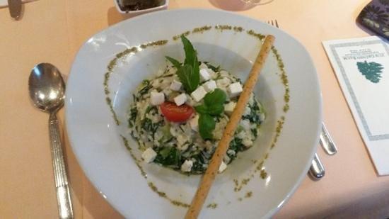 Zum grünen Baum: risotto spinaci ortiche e feta
