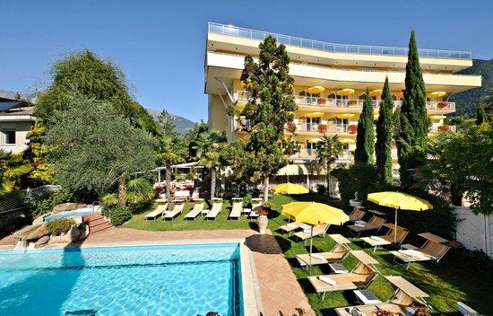 Anatol Hotel: Außen