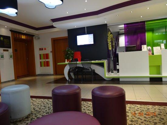 ibis Styles Luzern City: Reception area at Ibis Styles, Luzern
