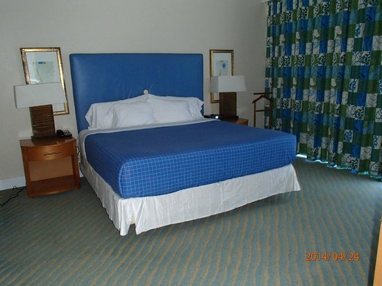 Grand Lucayan, Bahamas: Comfortable bed