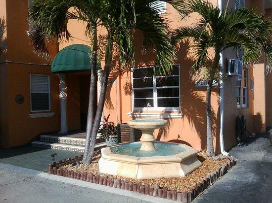 Riptide Hotel: Hotel entrance