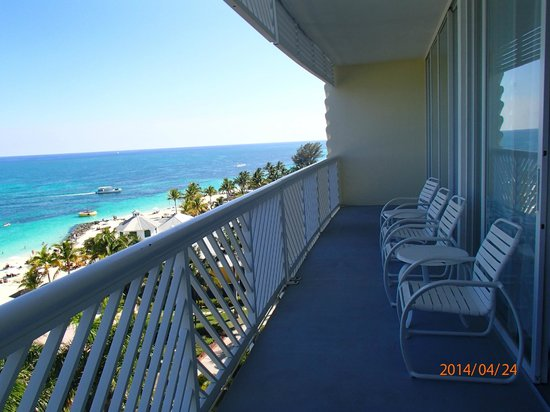 Grand Lucayan, Bahamas : We spent most of our time on this balcony with a drink in our hands