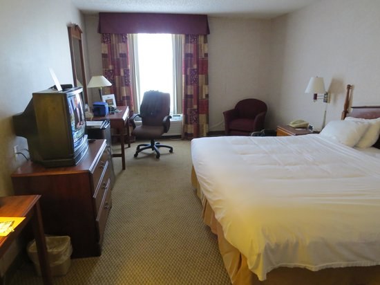 Baymont Inn & Suites Lexington: Large Room