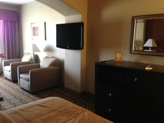 La Quinta Inn & Suites New Iberia : Weird place for the tv