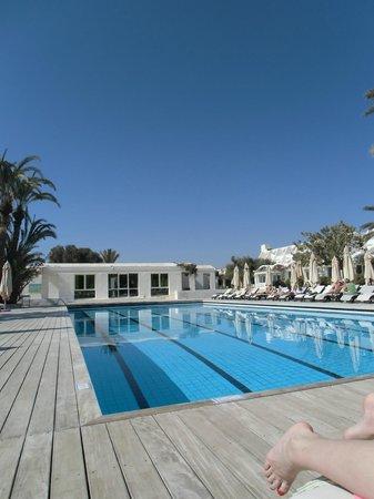 Club Med Djerba la Douce : la piscine de l'hôtel