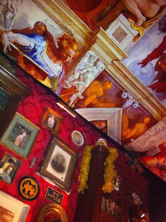 Pensao Amor: The incredible ceiling