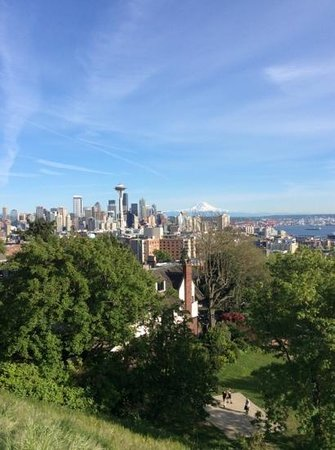 Kerry Park: Mt Rainier from top!