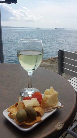 Kitchen Bar: The perfect seaside setting