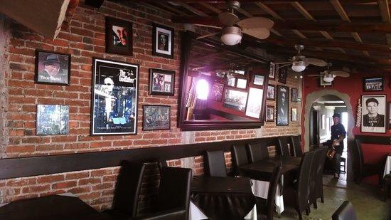 Salvatore's Italian Restaurant: Beautiful interior!