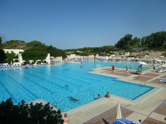 Vue sur la grande piscine picture of club med kamarina for Piscine club med gym