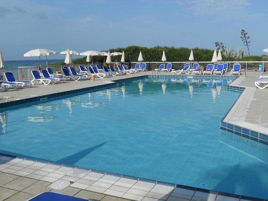 Club Med Kamarina : la piscine de l'hôtel