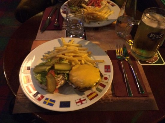 The Port Shield Pub: Cheeseburgher