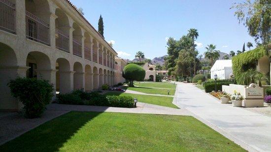 Scottsdale Plaza Resort: Outside Room 100