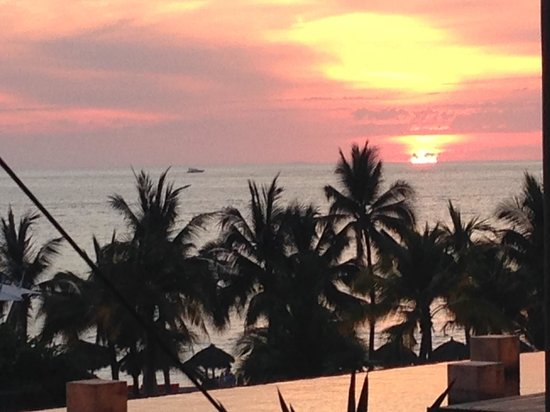 Now Amber Puerto Vallarta: Sunset from the edge of the lobby