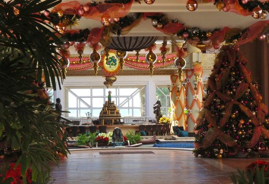 Grand Wailea - A Waldorf Astoria Resort: Truly a Mele Kalikimaka at the Grand Wailea, Maui (melissa mccoy)