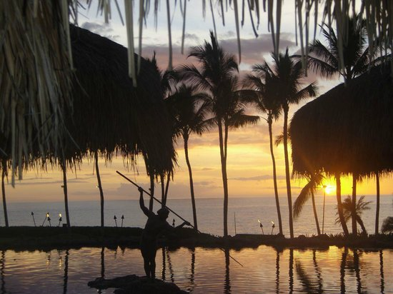 Grand Wailea - A Waldorf Astoria Resort: Sunset from Humunukuapuaa Restaurant, Grand Wailea (melissa mccoy)