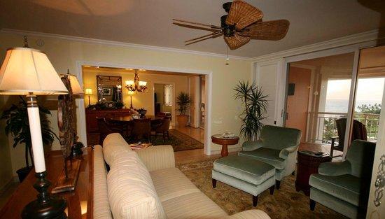 Grand Wailea - A Waldorf Astoria Resort: Spacious Suite, Grand Wailea, Maui (melissa mccoy)
