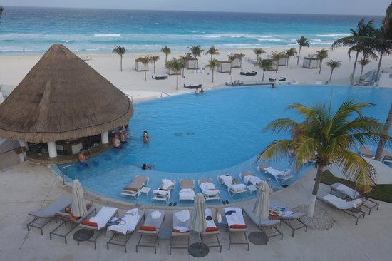 Le Blanc Spa Resort: Main Pool