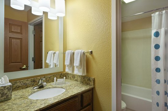 TownePlace Suites Tampa North/I-75 Fletcher: Two-Bedroom Suite Bathroom