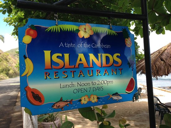 Sugar Mill Hotel : Beach Restaurant - Delicious chicken, hamburgers, fish, salads!