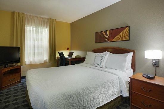 TownePlace Suites Tampa North/I-75 Fletcher: Suite Bedroom