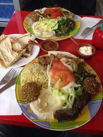 Tasty Lebanon: Piatto misto pollo, agnello, felafel