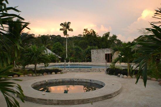 Jaccuzi y piscina foto di amazon eco lodge ecuador for Amazon piscinas
