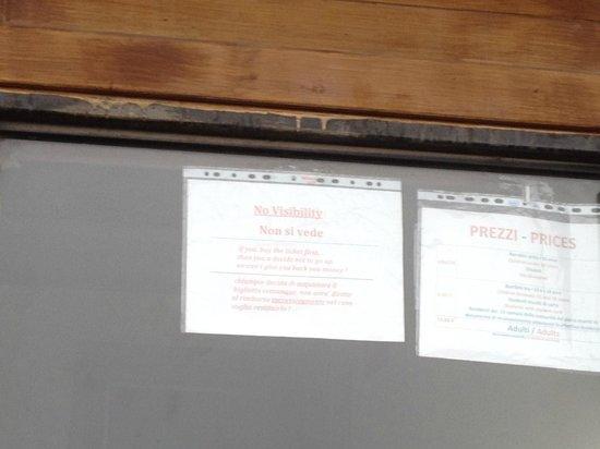"""Vesuv: """"Non si vede"""" - wenn man dieses Schild am Kassenhaus erblickt, sieht man rein gar nix"""