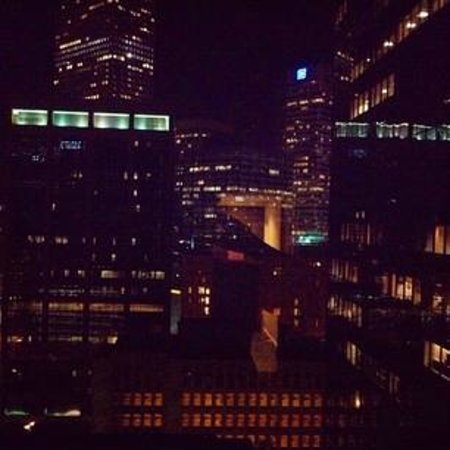 Grand Hyatt Denver Downtown: Soft Jazz From The Alarm Clock and This view everynight !