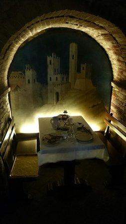Gallo Nero: Tavolo nelle segrete
