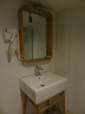 Mingtown Nanjing Road Youth Hostel: Bathroom