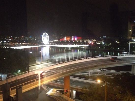 Mercure Brisbane: lovely view at night to south bank