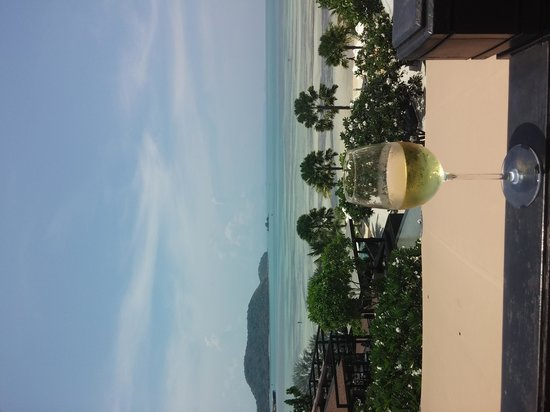 Pullman Phuket Panwa Beach Resort: drink with a view
