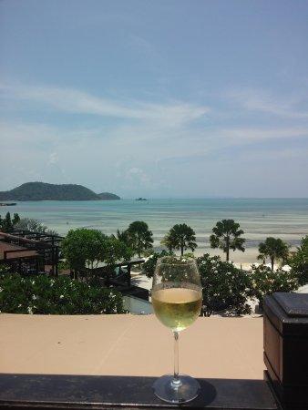 Pullman Phuket Panwa Beach Resort: drink with a view