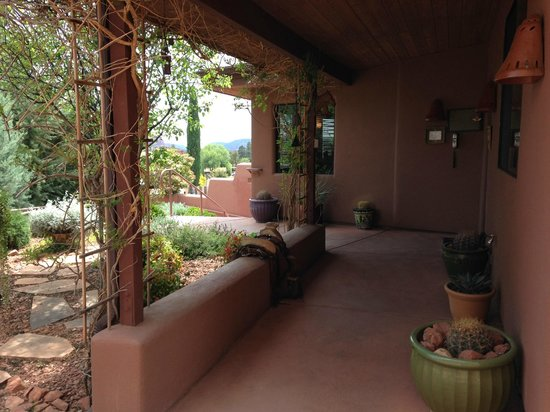 The Suites at Sedona : Boots & Saddles entrance