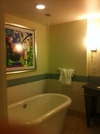 Parc Soleil by Hilton Grand Vacations: The bath fills from the ceiling, how cool is that??